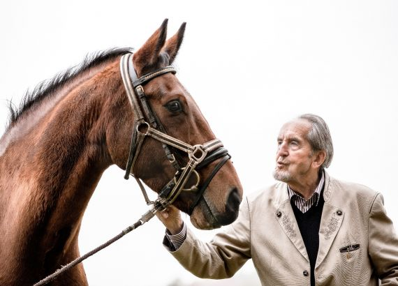 Helmuth Dallmer mit au point l'hipposandale